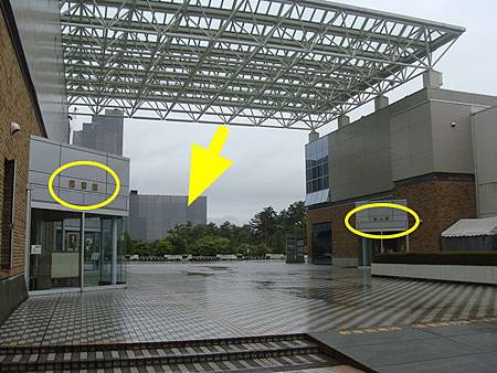 0714238-從圖書館跟觀光館中間走過來就是古蹟建築.JPG