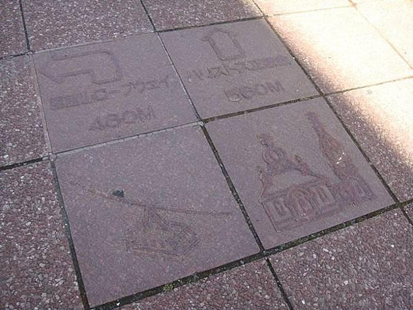 0716006-人行道地上的標示.JPG