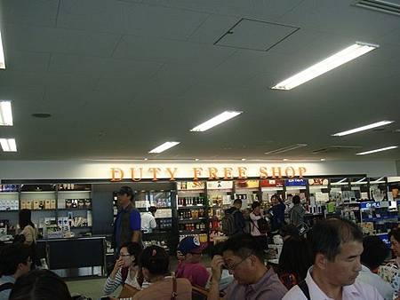 0716320-超小的國際線免稅店.JPG