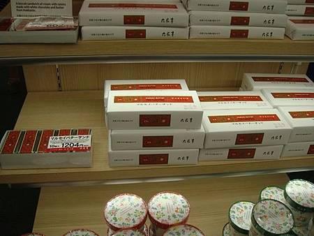 0716309-六花亭葡萄奶油餅乾(函館機場國際線).JPG
