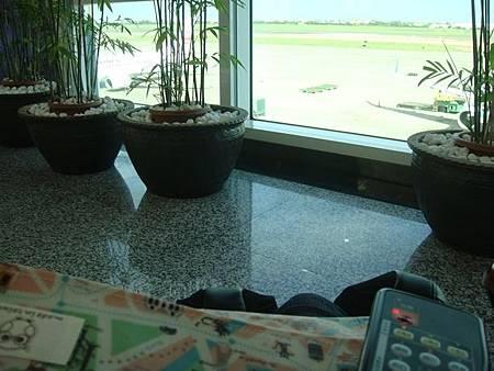 0710004-在機場坐按摩椅.JPG