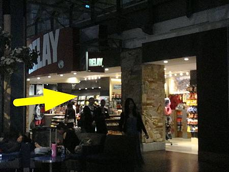 0716320-機場要加稅的店.JPG