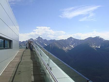 0710168-在硫磺山纜車站頂樓.JPG