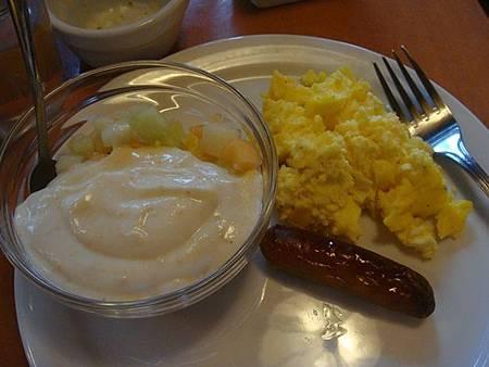0711002-Ptarmigan Inn早餐.JPG