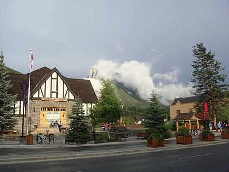 0710235-Banff Town.JPG