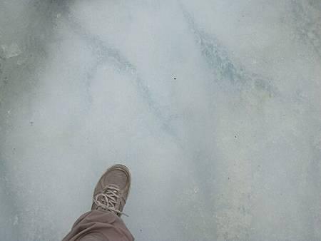 0711203-踩上Glacier Athabasca阿塔巴斯卡冰川.JPG