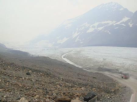 0711251-回程的冰原雪車上.JPG