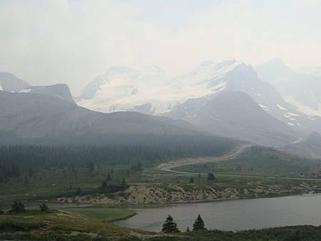 0711345-冰原中心外阿塔巴斯卡冰川及山瓦普塔湖.JPG