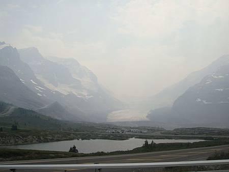 0711348-阿塔巴斯卡冰川及山瓦普塔湖.JPG