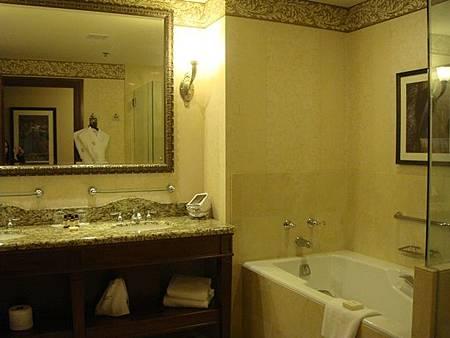 0711539-The Fairmont Chateau Lake Louise 3901房.JPG