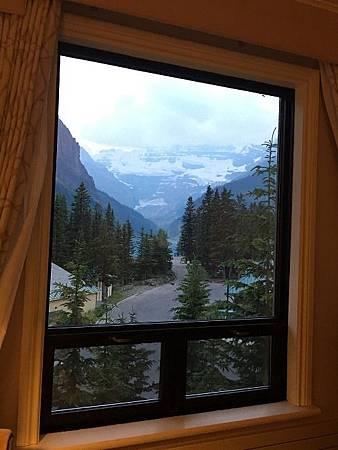 0711553-The Fairmont Chateau Lake Louise 2933房窗景Y.JPG
