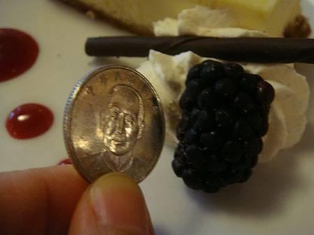 0711506-LAGO晚餐(很大的黑莓).JPG