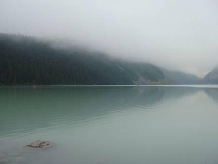 0712032-早晨的露易絲湖.JPG
