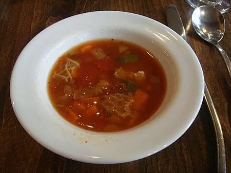 0712207-翡翠湖餐廳午餐(好喝的番茄蔬菜豆湯).JPG