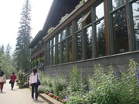 0712197-Emerald Lake翡翠湖的餐廳.JPG