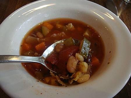 0712208-翡翠湖餐廳午餐(好喝的番茄蔬菜豆湯).JPG