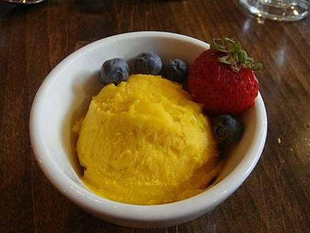 0712214-翡翠湖餐廳午餐(芒果冰淇淋).JPG
