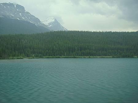 0712292-國道1號返回Lake Louise.JPG