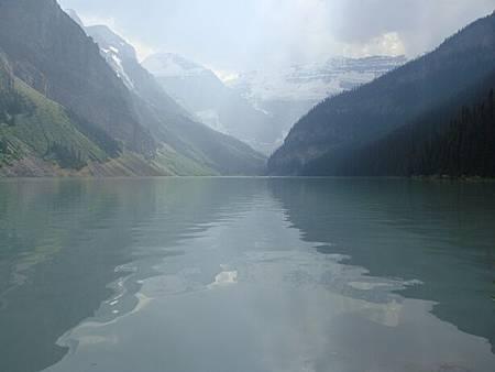 0712333-Lake Louise湖畔健行.JPG