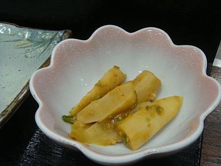 1021217-賑山亭爐端燒(好吃的辣筍).JPG