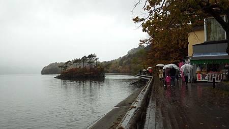 1022300-十和田湖畔.jpg