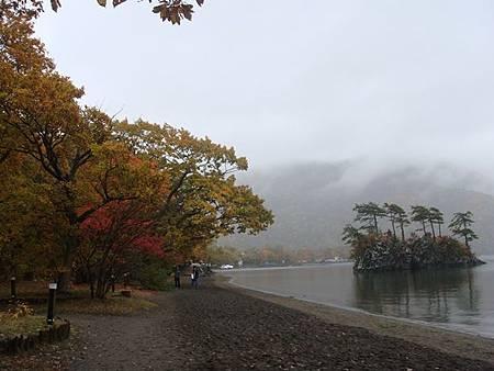 1022323-十和田湖畔.JPG