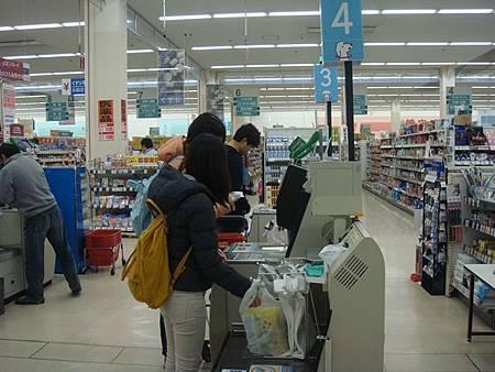1022389-MaxValu超市自助結帳中.JPG