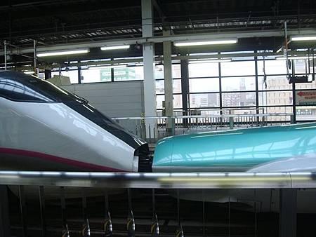 1023017-連結的東北新幹線和秋田新幹線列車.JPG