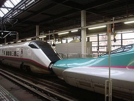 1023015-連結的東北新幹線和秋田新幹線列車.JPG
