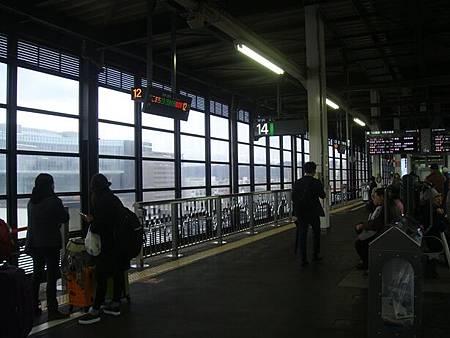 1023033-盛岡駅新幹線月台.JPG