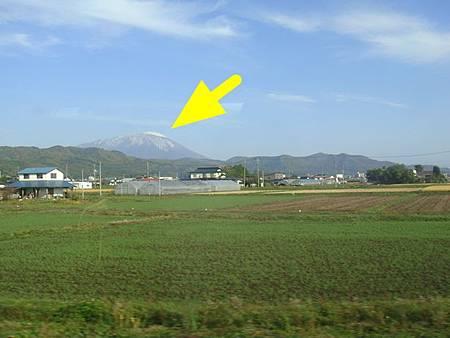 1024015-秋田新幹線上看岩手山.JPG