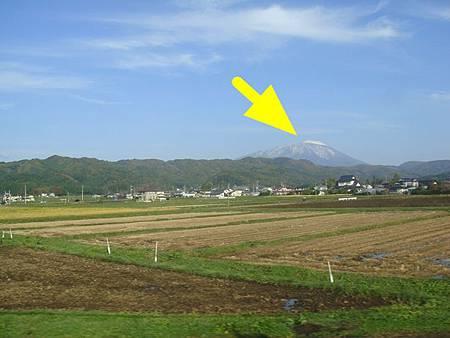 1024018-秋田新幹線上看岩手山.JPG