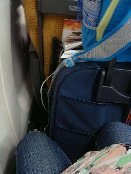 1024571-秋田新幹線座位空間很小.JPG