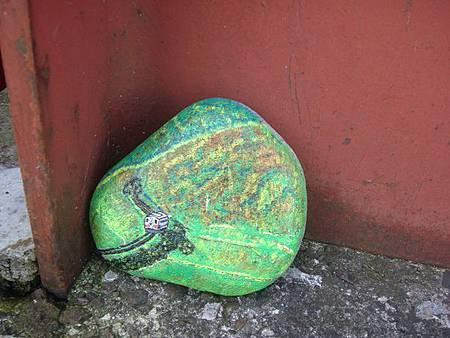 1024248-阿仁合駅外的彩繪小石頭.JPG