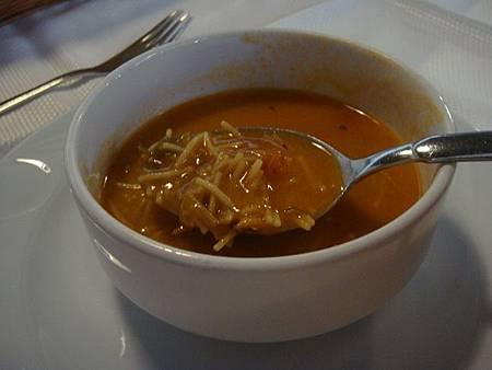 0708124-Lokmahane午餐(濃湯裡有義大利麵).JPG