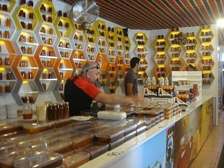 0710075-賣蜂蜜的休息站.JPG