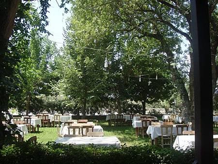 0710091-沒有室內座位的餐廳Afrodisias Restoran.JPG