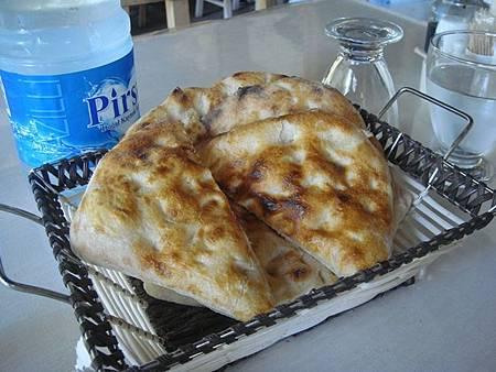 0710088-超好吃的熱窯烤麵包.JPG
