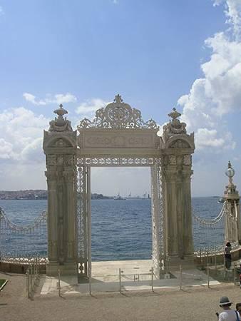 0714059-Dolmabahçe Sarayi多瑪巴切皇宮碼頭.JPG