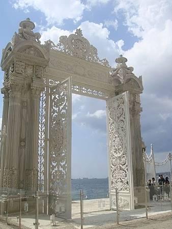 0714066-Dolmabahçe Sarayi多瑪巴切皇宮碼頭.JPG