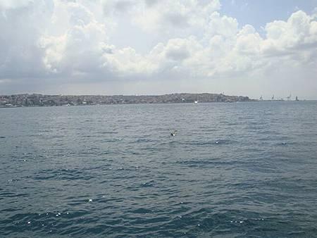 0714092-Dolmabahçe Sarayi多瑪巴切皇宮碼頭的博斯普魯斯海峽.JPG