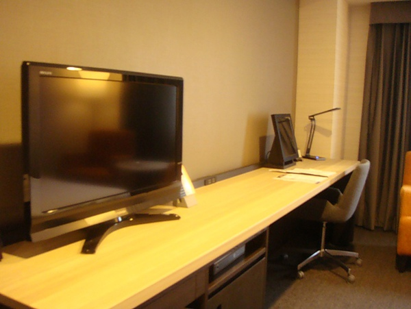 0809244-電視右邊是鏡子(一開始以為是電腦).JPG