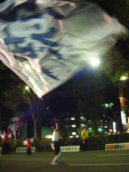 0807343-揮大旗中(雅炘攝).JPG