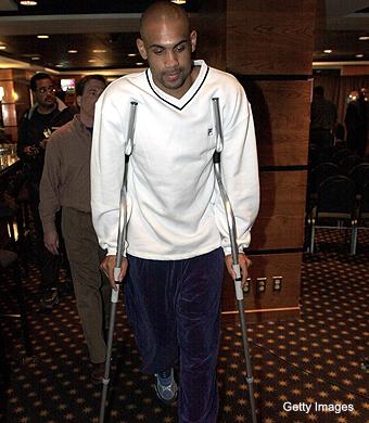 grant-hill-crutches.jpg