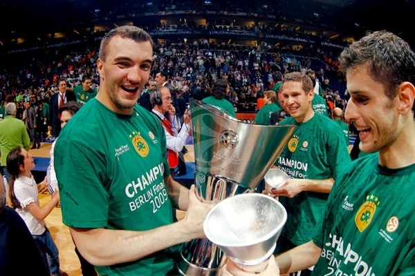 nikola-pekovic-panathinaikos-champ-2008-09-final-four-berlin-2009.jpg