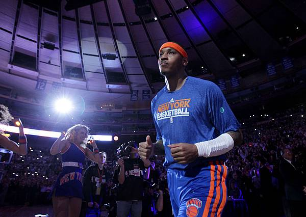 carmelo-anthony-plays-his-first-game-ever-as-member-of-new-york-knicks-at-madison-square-garden-new-york-95