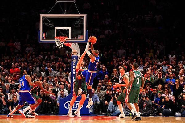 Carmelo-Anthony-2011-New-York-Knicks-Debut_photo_medium