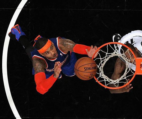 hi-res-453860875-carmelo-anthony-of-the-new-york-knicks-grabs-a-rebound_crop_650