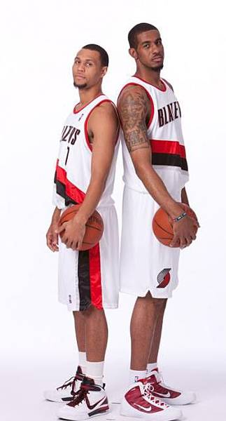 Brandon Roy and LaMarcus Aldridge stand back to back