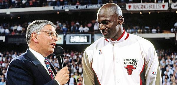 031313-NBA-David-Stern-presents-Michael-Jordan-LA-PI_2013031320163619_660_320